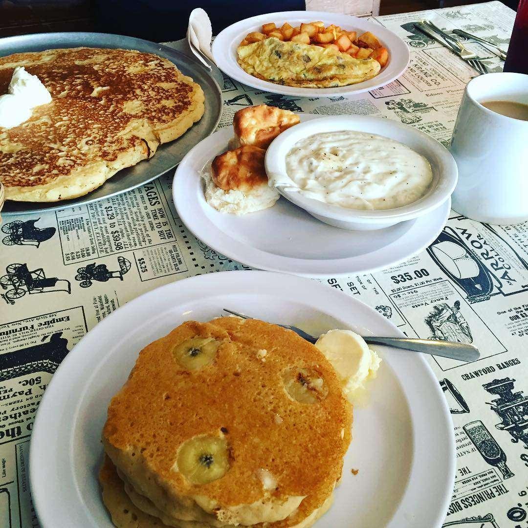 the little house of pancakes Gatlinburg best restaurant